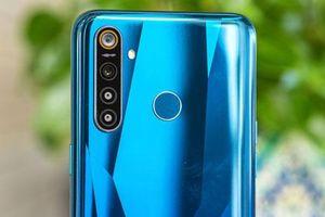 Smartphone chống nước, pin 'trâu', 4 camera sau, chip Snapdragon 712, RAM 8 GB, giá gần 6 triệu