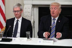 Tim Cook cảnh báo thuế quan của ông Trump sẽ giúp Samsung trở thành 'ngư ông đắc lợi'