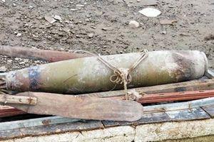 Quăng lưới trúng quả bom dài 1,5 m và nặng hơn 200 kg