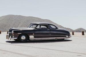 'Cụ ông' Hudson Coupe 1949 được hồi xuân mạnh ngang siêu xe