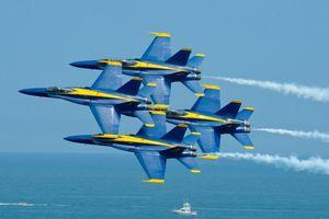 Hai máy bay Blue Angels va chạm nhau trong lúc diễn tập Diamond 360