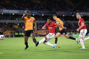 Pogba đá hỏng phạt đền, MU chia điểm trước Wolverhampton