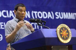 Sắp thăm TQ, TT Duterte cảnh cáo 'tàu nước ngoài' xâm phạm lãnh hải
