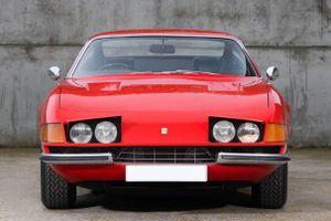 Ferrari cổ từng của Elton John được bán đấu giá