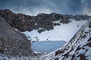 Hé lộ bí mật về hồ xương người trên đỉnh Himalaya
