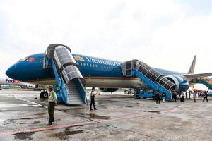 'Siêu tàu bay' bay chuyến đầu tiên tại Việt Nam