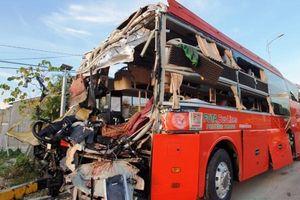 Hai xe khách tông nhau kinh hoàng: 40 người nhập viện, 1 người tử vong