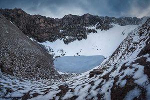 Bí ẩn 'lạnh gáy' vùi sâu dưới lòng hồ xương người trên đỉnh Himalaya