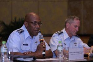 Tướng Không quân Mỹ: 'Chúng ủng hộ quyền phòng vệ chính đáng của Việt Nam ở Biển Đông'
