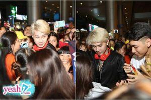 Choáng với khung cảnh hàng trăm fan vây kín sân bay đón Jack và K-ICM trở về từ Hàn Quốc lúc nửa đêm