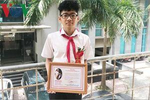 Cậu học trò lớp 8 sáng chế ra cây nước tiệt trùng cốc trong trường học