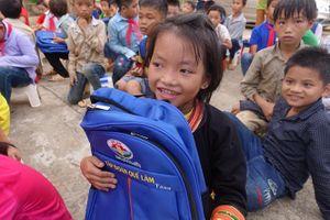Tập đoàn Quế Lâm tiếp sức học sinh nghèo vượt khó
