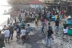 Bình Thuận: Du khách xuống tắm biển, 4 người bị sóng cuốn mất tích