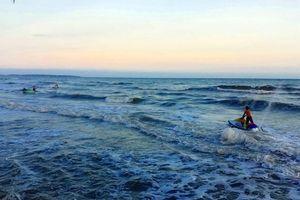 Sóng cuốn 4 người mất tích trên biển Hàm Tiến