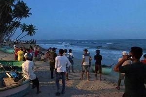 4 du khách bị sóng lớn cuốn mất tích khi tắm biển Phan Thiết