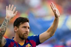 Messi đã 'trở lại', Barca chưa hết lo