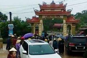 Clip dân vây đánh nhóm côn đồ đập phá cổng làng Phú Viên