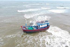 Quảng Ngãi- Tàu cá mắc cạn cần được trợ giúp khẩn cấp