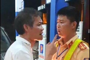 Tài xế xe biển xanh tát CSGT Thanh Hóa: Say xỉn, tè bậy... nổi máu côn đồ