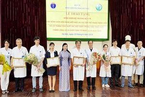Bộ trưởng Y tế khen nóng êkip thực hiện 15 ca ghép tạng/tuần