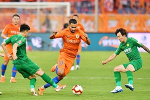 Bóng đá Trung Quốc gây sốc, ồ ạt dùng cầu thủ nhập tịch