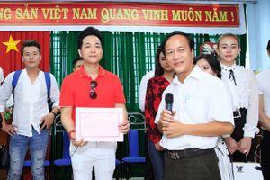 Quách Tuấn Du, Vân Quang Long phát quà cho bệnh nhân nghèo
