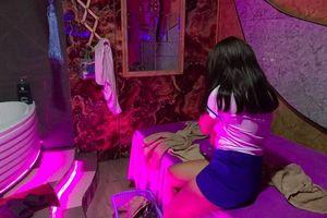 Đột kích cơ sở massage bán vé 'vua đặc biệt' 5 triệu đồng/lần ở Sài Gòn, phát hiện nhân viên đang kích dục cho khách