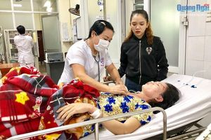 Cứu sống một phụ nữ ở Quảng Ngãi bị sét đánh bất tỉnh