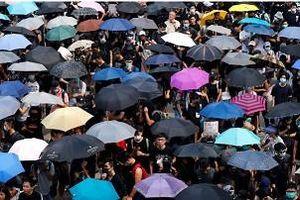 Hàng nghìn người Hồng Kông biểu tình, nhân viên lãnh sự quán Anh đã được thả