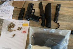 Bắt nam thanh niên tàng trữ súng đạn và ma túy trong xe ô tô