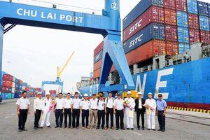 Tàu tải trọng 22.000 tấn cập cảng Chu Lai