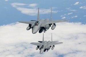 Triều Tiên dựng mô hình F-15K của Hàn Quốc để… tập ném bom?