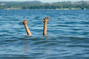 Cứu cậu bé 4 tuổi thoát chết đuối, 9 năm sau người phụ nữ sững sờ gặp sự việc trùng hợp khó tin