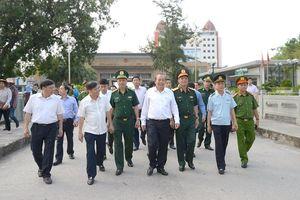 Phó Thủ tướng Thường trực Chính phủ Trương Hòa Bình thăm và làm việc với Đồn Biên phòng cửa khẩu quốc tế Móng Cái