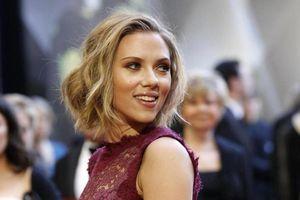 'Góa phụ đen' Scarlett Johansson trở thành minh tinh được trả lương cao nhất năm