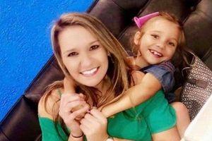 Ném đồ mẹ mua vào thùng rác, con gái nhận bài học nhớ đời về sự biết ơn