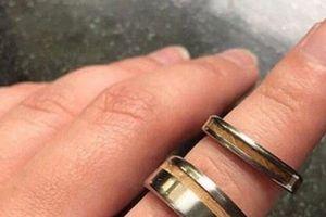 Không thích nhẫn đính hôn của con dâu, mẹ chồng mua nhẫn mới bắt con trai đeo