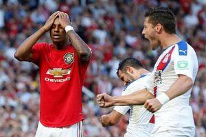 Rashford đá hỏng phạt đền, M.U thua sốc trên sân Old Trafford