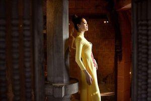 Giải Bạc Siêu mẫu 2018 Khánh Vân tung bộ ảnh thướt tha cùng áo dài trước thềm Trung Thu