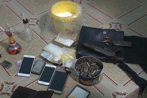 Tàng trữ cả xô ma túy cùng khẩu súng quân dụng và hàng trăm viên đạn