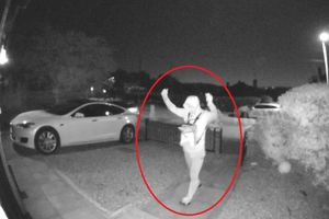 Trộm mất 30 giây để 'hack' xe Tesla trị giá 90.000 bảng Anh