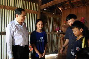 Chủ tịch Ủy ban Trung ương MTTQ Việt Nam thăm đồng bào tại tâm lũ Ea Súp