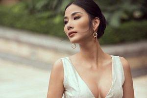 Hoàng Thùy khiến người hâm mộ tranh cãi vì nghi án nâng ngực trước ngày thi Miss Universe 2019
