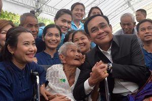 Người Thái Lan không đồng tình với việc hạ nghị sĩ đối lập chuyển phe