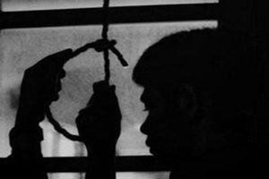 Công an viên treo cổ tự tử trên cây dâu da xoan