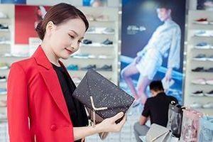Sau 'Về nhà đi con', Bảo Thanh livestream khoe giày, túi cùng fan