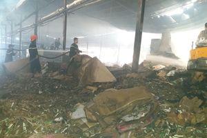 Cháy nhà máy giấy rộng 3000m² ở Tiền Giang