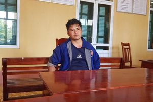 'Người vận chuyển' bị bắt giữ khi mang 1kg thuốc phiện qua biên giới