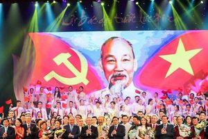 Thủ tướng Nguyễn Xuân Phúc dự chương trình nghệ thuật 'Lời Bác dặn trước lúc đi xa'