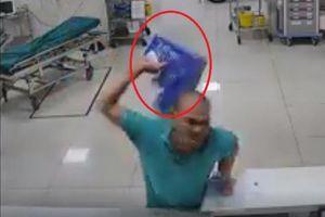 Nam bệnh nhân 'hổ báo' chửi bới, đánh nhân viên y tế
